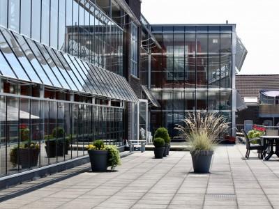 Glazen galerijafdichting met RWA ventilatieramen 2