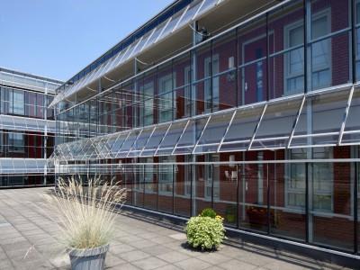 Glazen galerijafdichting met RWA ventilatieramen 4