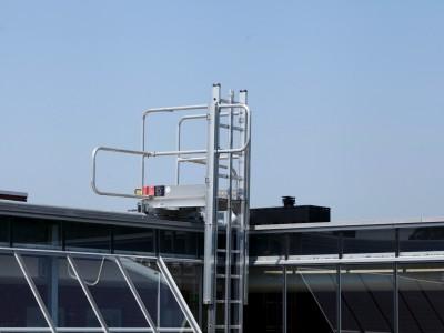Glazen galerijafdichting met RWA ventilatieramen 7