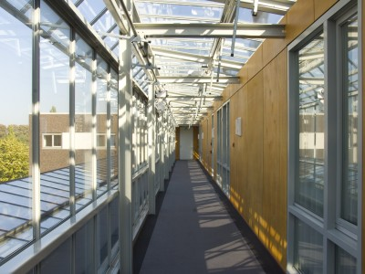 Glazen galerijgevels met doorgaande ramen RWA 3