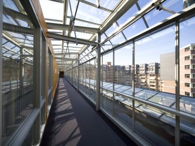Glazen galerijgevels met doorgaande ramen RWA 4