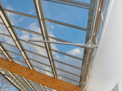 Transparante glaskap bij school op houtconstsructie 6