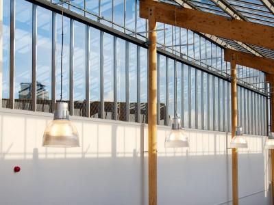 Transparante glaskap bij school op houtconstsructie 7