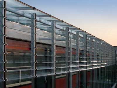 Galerijafdichting met glazen lamellen 2