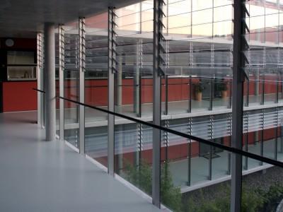 Galerijafdichting met glazen lamellen 3