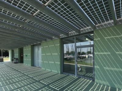 Glazen luifel constsructie met BIPV PV panelen 2