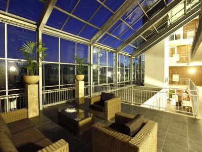 Glazen gevels en dak bij appartementencomplex 3