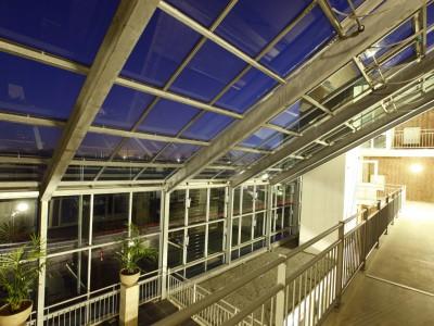 Glazen gevels en dak bij appartementencomplex 4