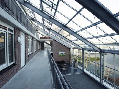 Glazen gevels en dak bij appartementencomplex 5