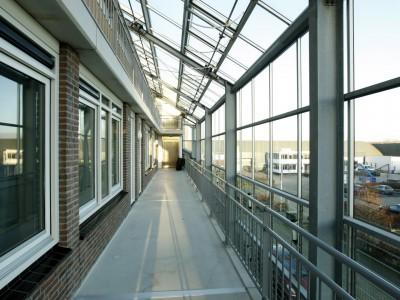 Glazen gevels en dak bij appartementencomplex 7