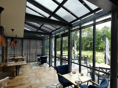 Restaurant glasoverkapping met zonwerende beglazing 8