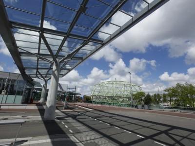 Overkapping busstation met transparant glas 4