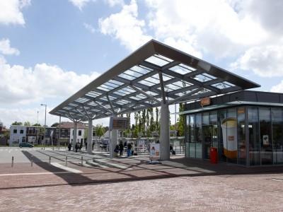 Overkapping busstation met transparant glas 5