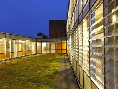 Glazen galerijgevels met glazen louvres 2