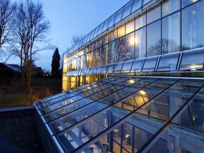 Glazen galerijafdichting met glasoverkapping 5