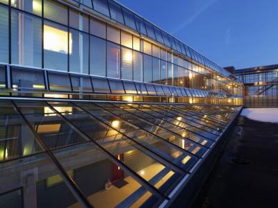 Glazen galerijafdichting met glasoverkapping 7