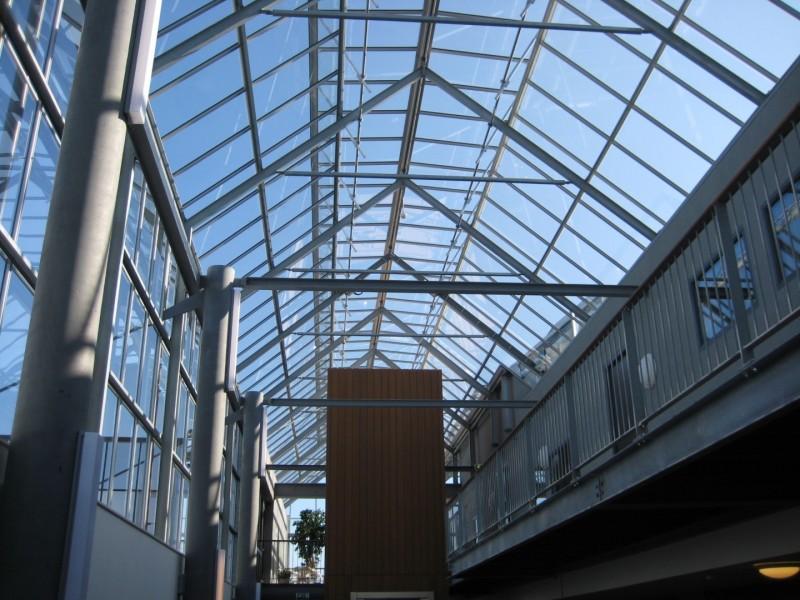 Kasconstructie als atriumoverkapping met doorgaande ventilatieramen1