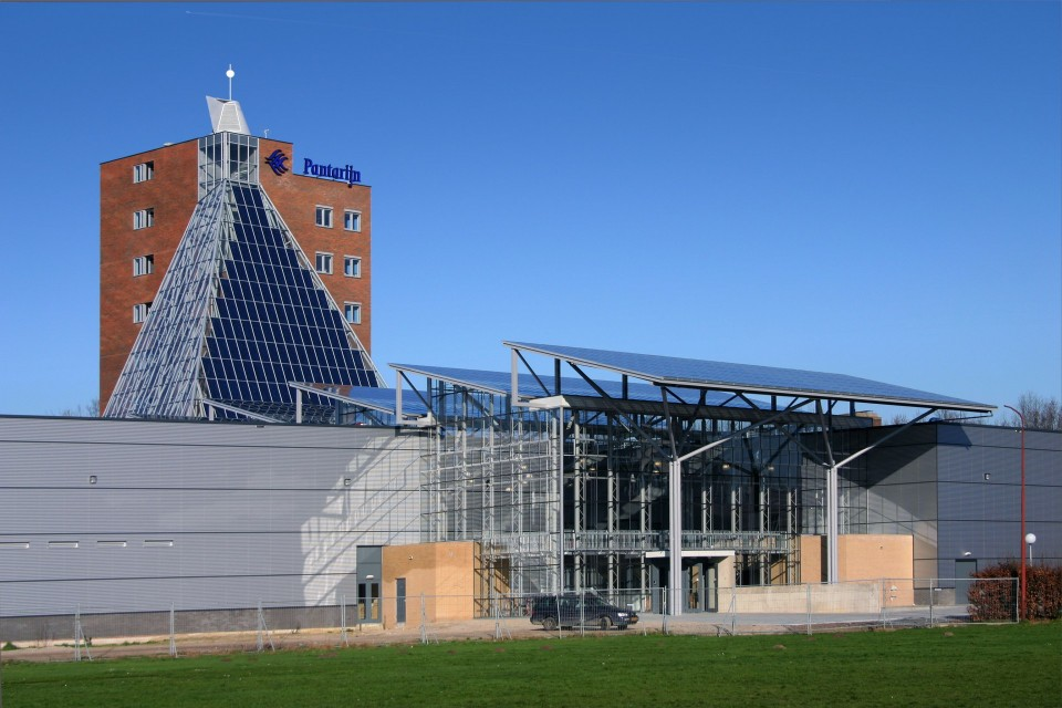 Glazen overkapping met geintegreede PV panelen 1
