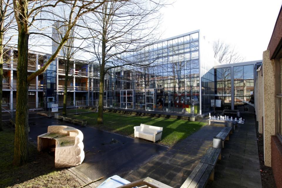 Glasoverkapping atrium school in kassenbouw systeem 1